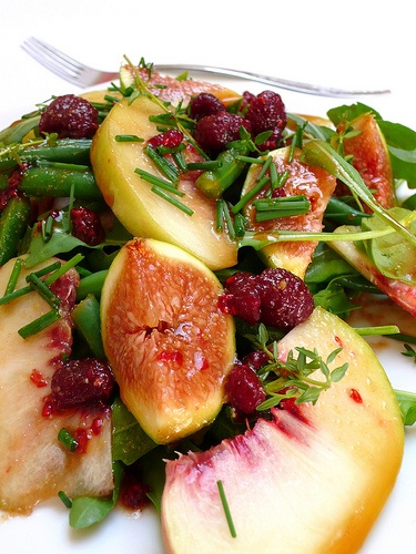green-bean-rocket-peach-and-fig-salad-with-a-raspberry-and-balsamic-vinegar-dressing