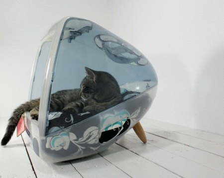 Recycled-iMac-Pet-Bed