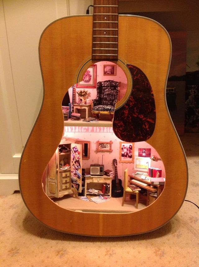 dollhouse-built-inside-guitar-1