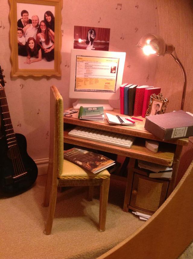 dollhouse-built-inside-guitar-2