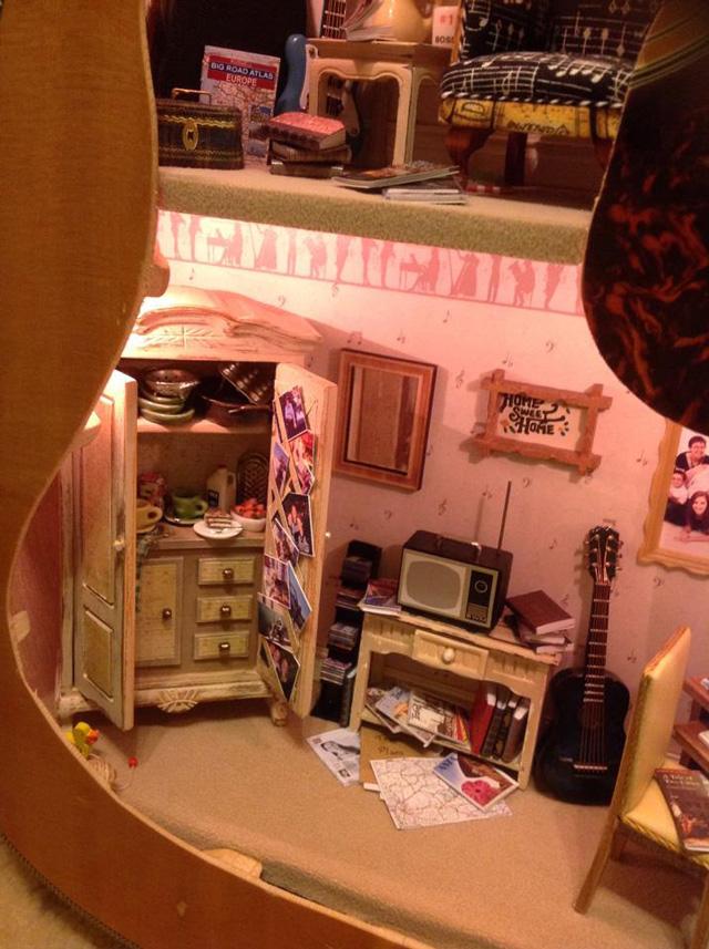 dollhouse-built-inside-guitar-5